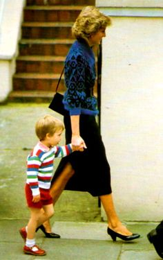 Diana with William at the age of 3 arriving for his first day of school.  Traditionally, children in the Royal Family had been educated at home at this early age, but Diana wanted William to mix with his peers and make his own friends, so Diana and Charles chose Miss Mynors kindergarten in Notting Hill which was installed with increased security.