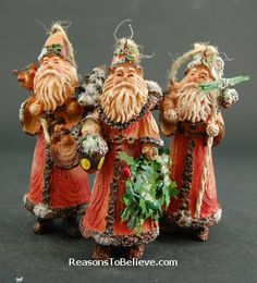 Rustic Santa ornaments--in a very natural woodland look. A very rustic and lodge-looking wilderness set of Santa ornaments in brown and rust tones. Nature throughout with pine cones, acorns and the natural grain of wood showing through everywhere. Santa Ornaments, Vintage Ornaments, Ornament Wreath, Santa Claus Is Coming To Town, Father Christmas, All Things Christmas, Pine Cones, Wood Carving, Old World