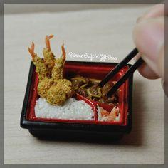 We have tempura and chicken teriyaki bento for lunch :) #clay #miniature #clayminiature #claycraft #craft #handmade #tiny #foodminiature #fakefood #clayfood #airdryclay #miniaturestuffs #miniatur #miniaturclay #miniaturlucu #miniaturmurah #kado #carikado #souvenir #souvenirlucu #souvenirunik #jualan #malang #onlineshopmalang #pajangan #jualclay #customorder #reinveesproducts