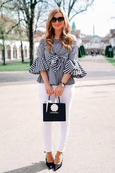 Eine weiße Jeans sollte jeder im Kleiderschrank haben. Damit ihr wisst, wie ihr eine weiße Jeans kombinieren könnt, habe ich dazu ein paar Outfitinspirationen auf meinem Blog eingestellt. Unter anderem diesen Schwarz weiß Look