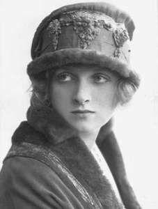 photos of gladys cooper Vintage Photos Women, Vintage Pictures, Vintage Images, Vintage Ladies, Vintage Hats, Vintage Woman, Retro Fashion, Vintage Fashion, Edwardian Fashion