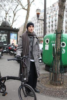 They Are Wearing: Paris Fashion Week Paris Fashion, Bike Fashion, Mens Fashion, Commute To Work, Cycle Chic, Bike Style, Mens Essentials, Bike Design, Bike Life