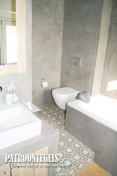 Patroontegels in de badkamer Decor, House, Home, Vanity, Bathroom Vanity, Bathroom, Toilet, Sink, Bathroom Inspiration