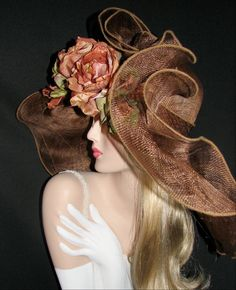 A wildly wonderful fascinator - that actually makes a lady look pretty - not goofy! Crazy Hats, Fancy Hats, Big Hats, Derby Day, Kentucky Derby Hats, Church Hats, Wearing A Hat, Love Hat, Fashion Moda