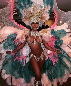 "This is a gorgeous costume! can you pull this off? Repost from - soo. if u on the fence for then u need to organize yuhself after seeing this from featuring this beautiful ""QUEEN OF THE BAND"" by rebelsvsroyals Trinidad Y Tobago, Trinidad Carnival, Rio Carnival, Carnival Dancers, Carribean Carnival Costumes, Caribbean Carnival, Carnival Girl, Carnival Outfits, Crop Over"