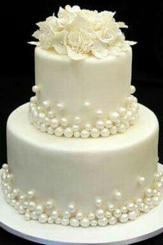 Bolos de casamento… Beautiful Wedding Cake Mais Wedding Cakes … Beautiful Wedding Cake Plus de mariage – Amazing Wedding Cakes, White Wedding Cakes, Elegant Wedding Cakes, Elegant Cakes, Wedding Cake Designs, Amazing Cakes, Pearl Wedding Cakes, Trendy Wedding, Wedding Cupcakes