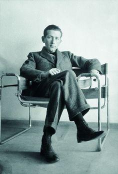 Marcel Breuer, Bauhaus architect who turned grasp of calc .- Marcel Breuer within the Wassily chair. Marcel Breuer, Wassily Kandinsky, Bauhaus Interior, Bauhaus Furniture, Walter Gropius, Wassily Chair, Deco Luminaire, Bauhaus Design, Bauhaus Art