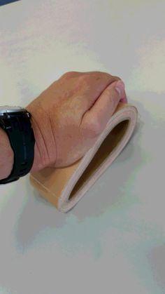 災害時でのガムテープの使い方… 警視庁が呼びかけた方法がナイスアイデアだと話題に…