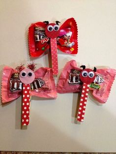 Butterflies with clothespin/candies