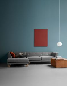 clean lines sofa and dark wall: a blank canvas for ethnic decore touches. Interior Pastel, Interior Wall Colors, Interior Walls, Home Interior, Interior Architecture, Interior Decorating, Interior Minimalista, Contemporary Interior Design, Minimalist Interior