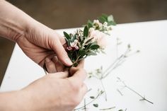 Bespoke, beautiful, and bold, are the words most often associated with Tina Riddell of Living Fresh Flower Studio & School. We asked the Ontario florist to design floral arrangements for our Mother's. Flower Crown Tutorial, Diy Flower Crown, Diy Crown, Flower Hair Clips, Floral Crown, Flower Crafts, Diy Flowers, Flowers In Hair, Diy Wedding On A Budget