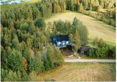 Saraste is a well equipped log house in a quiet location four kilometers away from Kuusamo's city center in Tolpanniemi, by the lake Kuusamo.
