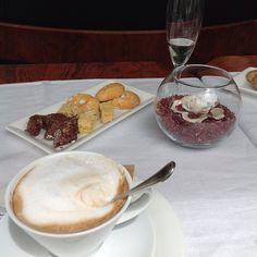 #Aurinkomatkaaja Lounaan jälkeen, aah italialainen kahvi ja pikkuleipä :) #cappucino