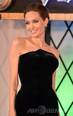 都内で開催されたディズニー映画『マレフィセント(Maleficent)』のジャパンプレミアに登場したアンジェリーナ・ジョリー(Angelina Jolie、2014年6月23日撮影)。(c)AFP/Yoshikazu TSUNO ▼24Jun2014AFP|映画『マレフィセント』、ジャパンプレミアにA・ジョリーとE・ファニング登場 http://www.afpbb.com/articles/-/3018591 #Angelina_Jolie #Tokyo