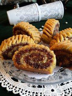 Pastry Recipes, Cookie Recipes, Dessert Recipes, Arabic Dessert, Arabic Food, Moroccan Desserts, Middle Eastern Sweets, Tunisian Food, Biscuit Bar