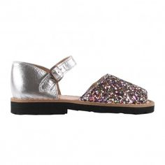 Minorquines Glitter Frailera buckle sandals Fabrics : Leather, Leather Insole, Rubber Sole * Details : Metallic Buckle, Glittery * Made in : Spain * Composition : 100% Leather http://www.MightGet.com/january-2017-13/minorquines-glitter-frailera-buckle-sandals.asp