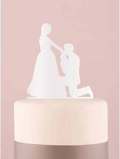 Cake topper silhouette in ginocchio da te - colore bianco. Romantico e originale. In materiale plastico acrilico, questo cake topper appartiene all'esclusiva collezione Weddingstar. Misure: 13 x 19.5 x 0.3 cm. E' dotato di un supporto per essere poggiato sulla mensola. #caketopper #cake #topper #wedding #matrimonio #weddingideas #ideasforwedding #figurastartanuptcial #hochzeitcaketopper #weddingday