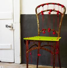 I really like the way Paola Navone (great Italian interior guru!) transforms this old rusty garden chair into a unique piece. She found the chair in Paris Puces de Clignancourt, she added a piece of fluorescent yellow Altuglas at tied. Funky Furniture, Furniture Makeover, Painted Furniture, Paola Navone, Bohemian Living, Jonathan Adler, Garden Chairs, Take A Seat, Industrial Chic