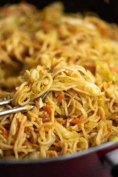 Ramen Noodle Cabbage Stir Fry Recipe - Build Your Bite - ramen noodle recipe - Asian Noodle Recipes, Stir Fry Recipes, Vegetable Recipes, Asian Recipes, Vegetarian Recipes, Cooking Recipes, Ramen Recipes, Vegetarian Dish, Potluck Recipes