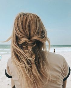 Hair today at the beach ☀️ I stacked my BFB fill ins in back for a thicker braid Barefoot Blonde Hair Hair today at the beach ☀️ I stacked my BFB fill ins in back for a thicker braid Hair Inspo, Hair Inspiration, Hair Is Full Of Secrets, Thick Braid, Barefoot Blonde, Queen Hair, Dye My Hair, Beach Hair, Hair Today