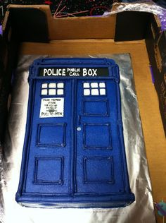 Doctor Who TARDIS cake - totally want this for my birthday someday! Doctor Who Birthday, Doctor Who Party, 12th Birthday, Birthday Ideas, Birthday Cakes, Dr Who Cake, Doctor Who Cakes, Tardis Cake, Let Them Eat Cake