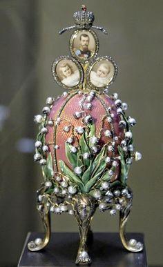 Lilly of the Valley (muguet), the good luck flower, story with related paintings and antiques http://www.arteeblog.com/2015/05/a-historia-do-muguet-flor-de-maio-e-da.html