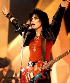 Rock and roll goddess Joan Jett turns 56 this week! She's been known all around the world as a punk pioneer as well as a powerful femin. Joan Jett, Heavy Metal, Female Rock Stars, Michelle Phillips, Women Of Rock, Estilo Rock, We Will Rock You, Cinema, Glam Rock