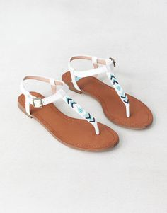 Sandals Summer beaded sandals - There is nothing more comfortable and cool to wear on your feet during the heat season than some flat sandals. Cute Sandals, Flat Sandals, Cute Shoes, Me Too Shoes, Shoes Sandals, Gladiator Sandals, Leather Sandals, Summer Sandals, Brown Sandals