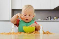 Bambini e cibo: Alimentazione dopo lo svezzamento, 7 trucchi per abituare il bambino a stare a tavola