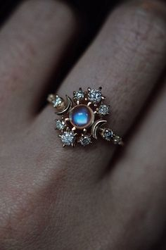 Bague Cosmos errant Pierre de lune - sofia zakia // Bague Cosmos errant Moonstone Best Picture For diy crafts For Your Taste You are l - Cute Jewelry, Jewelry Box, Jewelry Rings, Jewelery, Jewelry Accessories, Jewelry Design, Kids Jewelry, Jewelry Ideas, Jewelry Making