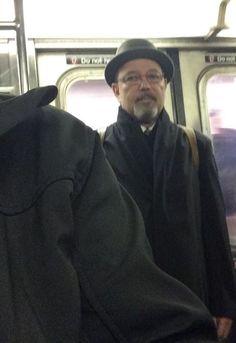 Ruben Blades en el metro camino al concierto en Lincoln Center NY, Viernes 14 de Noviembre. Ruben Blades, Jazz Musicians, Hollywood Actor, Lincoln, Salsa, Singer, Actors, Fictional Characters, Poet