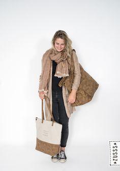 Zusss l Gebreid vest roest melee, Gespikkelde sjaal roest, Tas leer met canvas cognac, Weekendtas XL cognac l http://www.zusss.nl/product/tas-leer-met-canvas-cognac/