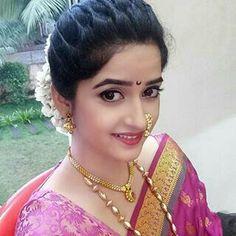 मयुरी कापडने Marathi Nath, Marathi Bride, Marathi Wedding, Bridal Hairstyle Indian Wedding, Bridal Hairdo, Bridal Photoshoot, Engagement Hairstyles, Bride Hairstyles, Pretty Hairstyles