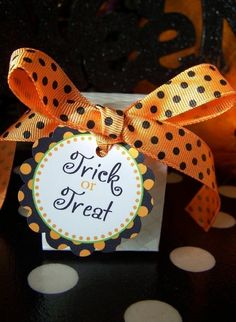Halloween Treat Box/Tag