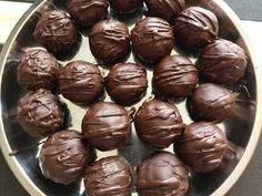 Bounty golyók | Erika Gazdagné receptje - Cookpad receptek Erika, Pudding, Candy, Chocolate, Vegetables, Desserts, Food, Tailgate Desserts, Toffee