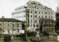 León, fotos antiguas, construcción del edificio de botines Gaudi, Spain, Louvre, Building, Travel, Plaza, Google Drive, Education, Monuments