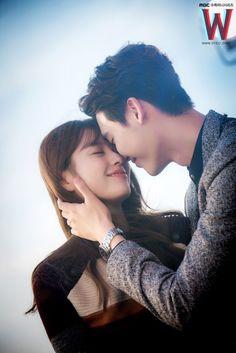 W the two worlds Han Hyo Joo and Lee Jong Suk Han Hyo Joo Lee Jong Suk, Jung Suk, Lee Jung, W Kdrama, Best Kdrama, Kdrama Actors, Drama Film, Drama Movies, W Two Worlds Wallpaper