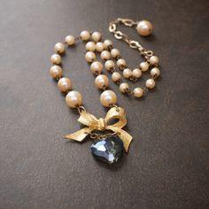 Arco del oro y de la perla Assemblage Collar Con Cristal Grande Corazón Azul bolas