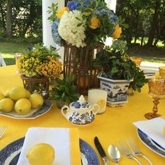 Spring Tablescape. Spode Blue Italian on SFERRA Festival in Sunflower with Filetto Sunflower Napkins.