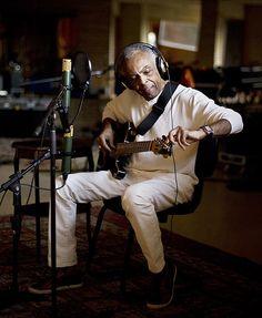Gilberto Gil completa 70 anos e exibe show em seu canal do Youtube, hoje, às 19h: http://youtube.com/gilbertogil