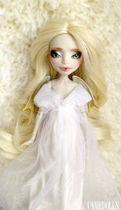 Golden Angel (OOAK Rochelle Goyle doll)