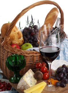 a picnic is not a picnic without wine and the best way to enjoy wine quickly is by using the wineweaver wine aerator to help our wine breath instantly