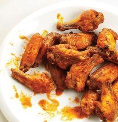 ALI DI POLLO ALLA SOIA - www.iopreparo.com:  Ali di pollo alla soia: si lasciano marinare nel limone e poi vengono insaporite con soia e miele. Si cuociono nel forno e  sono gustosissime! Una tira l'altra...