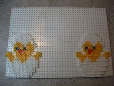 Bonsoir, à tous j'ai eu une idée pour Pâques pour la classe de Jessica qui a 5 ans. Voici ce que je veux réaliser avec les boîtes d'œuf. Des petits paniers à l'intérieur un petit poussin en perle H...