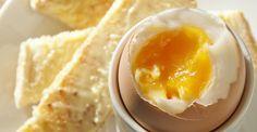 Não é difícil surpreender à mesa com uns simples ovos. Um pouco de criatividade, alguma técnica e ingredientes certos tornam uma receita do quotidiano numa excelente experiência culinária. Siga as nossas dicas.