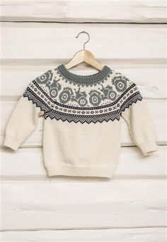 Traktorgenser pattern by Sandnes Garn Baby Boy Knitting Patterns, Baby Sweater Knitting Pattern, Fair Isle Knitting Patterns, Knitting For Kids, Knitting Designs, Baby Patterns, Handgestrickte Pullover, Christmas Knitting, Baby Sweaters