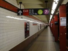 23rd Street & 44th Drive exit sign w/(7) and (G) train transfer
