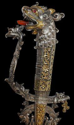 JEWELS FROM THE INDIA RUN Sword (kasthana), Ceilão (Sri Lanka), XVIII century;  steel, sterling silver, gold, rubies and carnelian