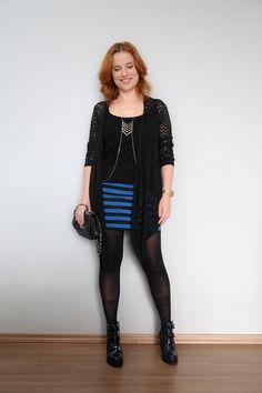 saia lápis listrada com botas Melissa Karl Lagerfeld http://www.phdemseilaoque.com/2016/07/ootd-preto-e-azul.html
