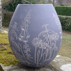 After all the lovely comments about my last big pot, I though you might like to see the other one I was working on. This one is decorated with woodland plants: foxgloves, ramsons, archangel, harts tongue ferns, bluebells and bistort. I do love working on a bigger scale and thanks to funding from @fifecontemp I'm taking part in a course on large scale slab building with @james_oughtibridge in September. To say I'm excited is an understatement! #ceramics #stoneware #sgraffito #handcoiled…